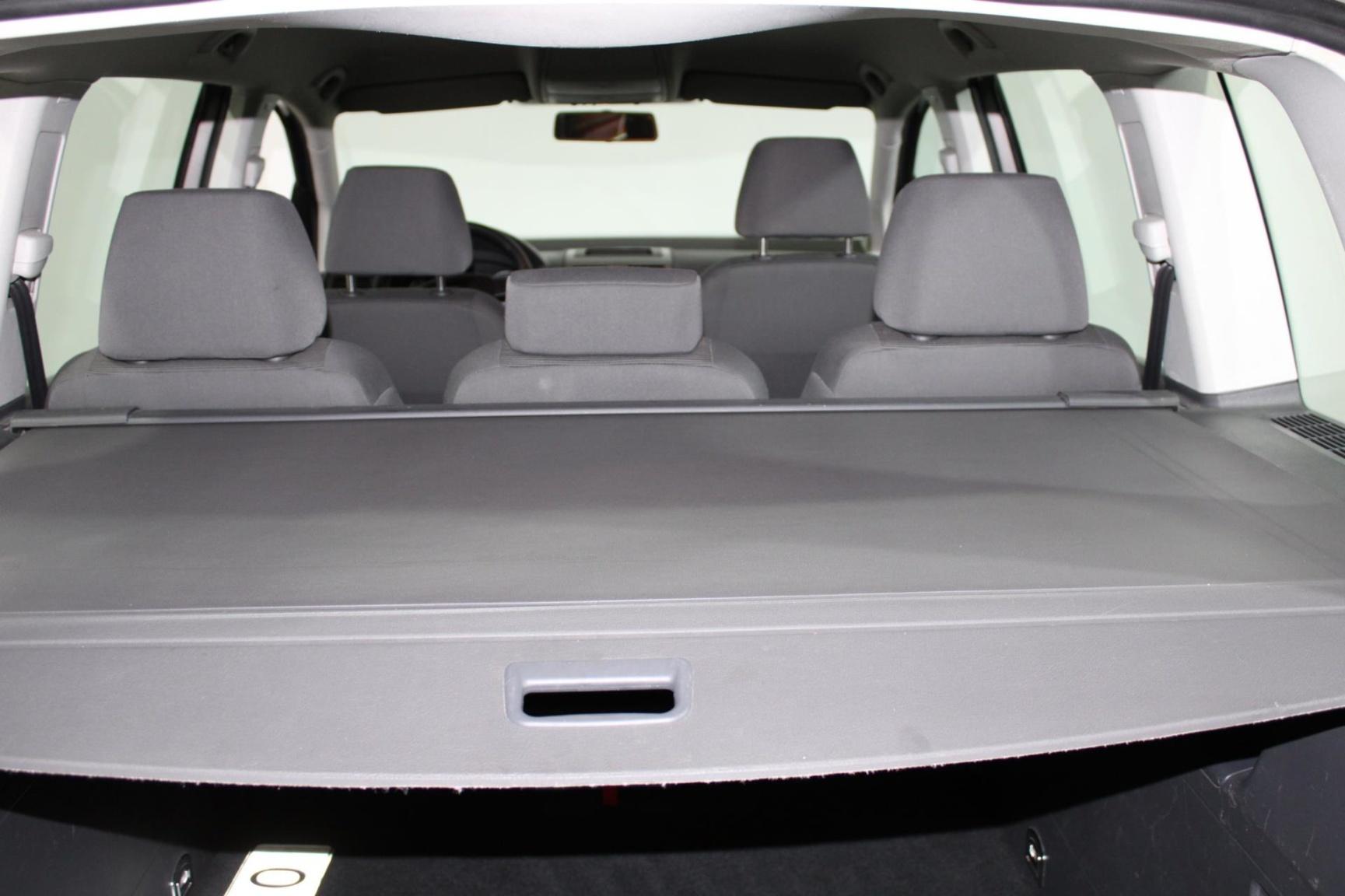 Volkswagen-Touran-8