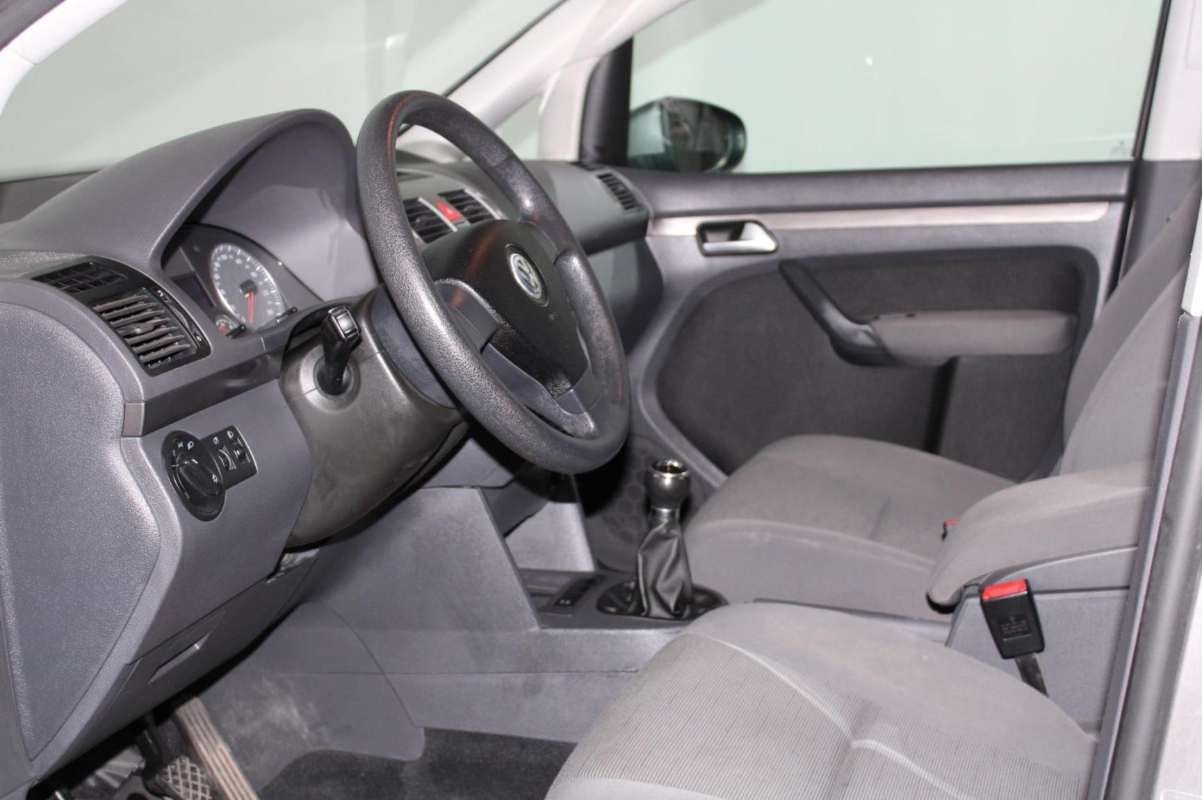 Volkswagen-Touran-10
