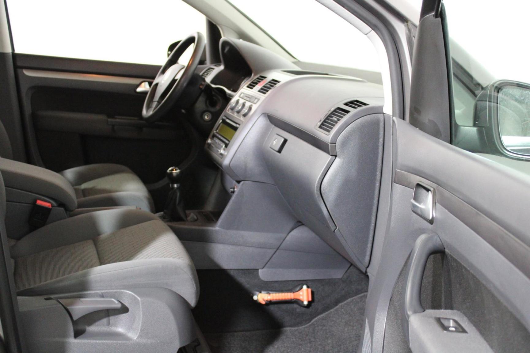 Volkswagen-Touran-4