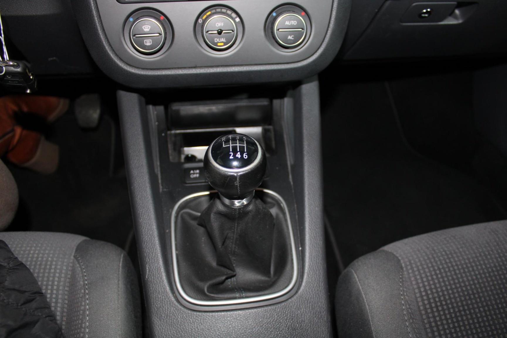 Volkswagen-Jetta-13