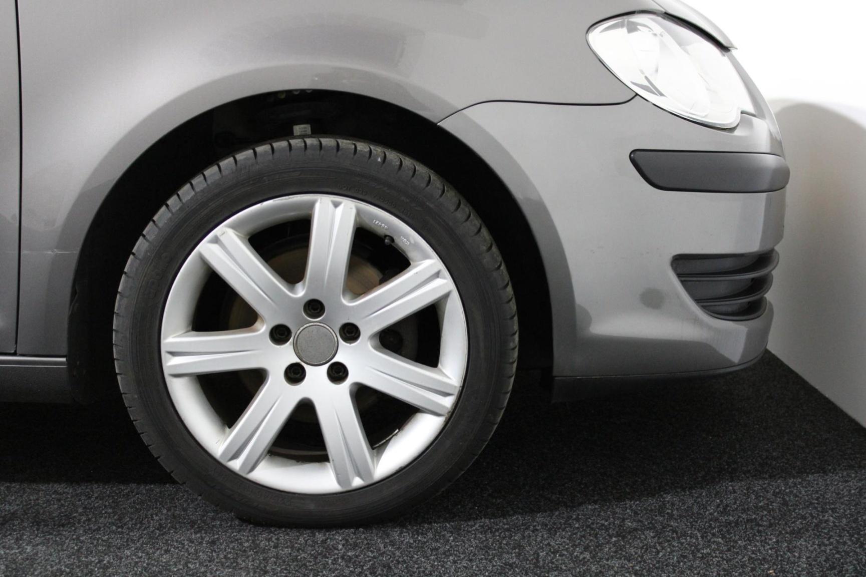 Volkswagen-Touran-21